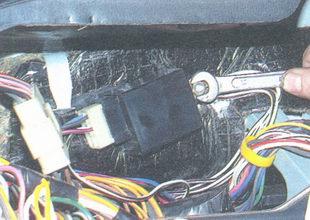 гайка крепления реле указателей поворота и аварийной сигнализации ваз 2106