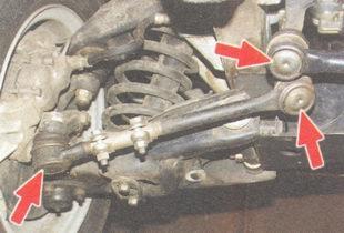 проверка резиновых защитных чехлов шарниров рулевых тяг