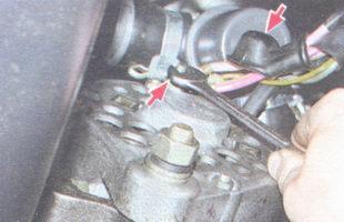 защитный колпачок с вывода «30», гайка крепления проводов к выводу генератора
