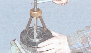 спрессуйте шкив с вала ротора генератора