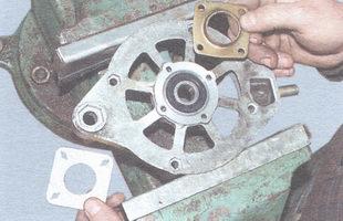 внутренняя и наружная крышки переднего подшипника