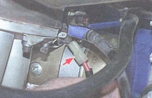 разъем вывода тягового реле стартера