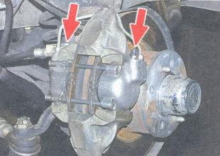 штуцера для прокачки тормозов на каждом рабочем цилиндре