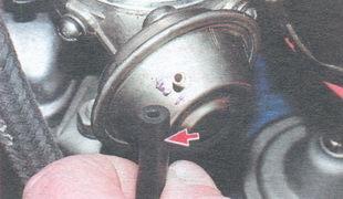 шланг вакуумного регулятора угла опережения зажигания