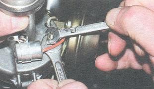 гайка крепления провода низкого напряжения