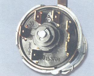 в какой последовательности цветов подключить провода на замок зажигания в ваз 2106.
