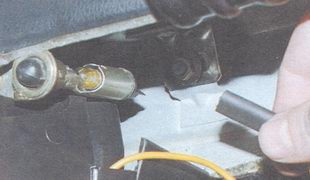 провод лампы освещения вещевого ящика