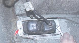 гайки крепления подфарника ваз 2106