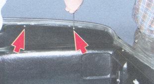 винты крепления правой обивки багажника