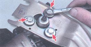 болты крепления моторедуктора к кронштейну
