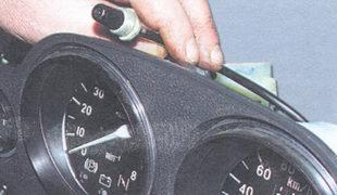 кнопка сброса показаний счетчика суточного пробега автомобиля