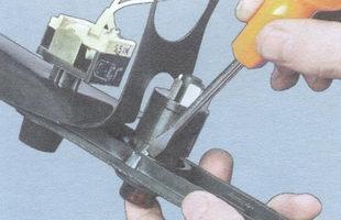 лапки крепления выключателя аварийной сигнализации