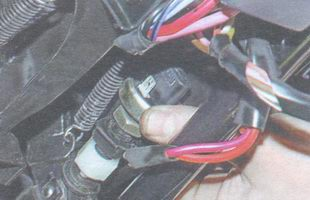 снятие выключателя стоп-сигнала