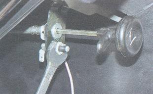 гайка крепления выключателя прикрытия воздушной заслонки