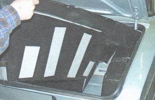 правая обивка багажника