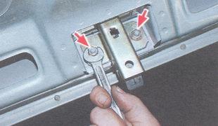 гайки крепления замка крышки багажника