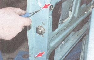 винты крепления заднего желобка бокового стекла