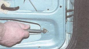гайка крепления натяжного ролика троса стеклоподъемника
