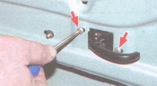 регулировка внутренней ручки замка двери