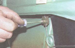 винт крепления прижимной пластины обоймы стекла