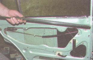 внутренняя окантовка стекла задней двери