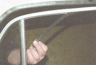 верхний уплотнитель бокового стекла