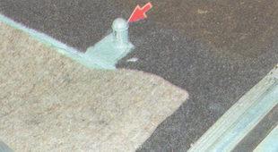 шип удерживающий подушку заднего сиденья