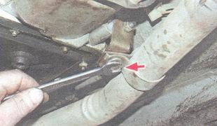 крепление приемной трубы к коробке передач