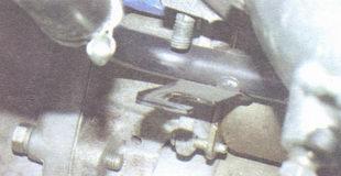 трубка отвода жидкости радиатора отопителя