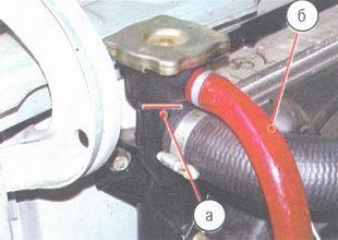 (а) наливная горловина, (б) соединительный шланг