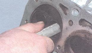 проверка диаметра отверстия в направляющих втулках