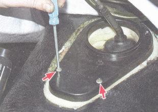 винта крепления крышки к полу
