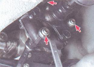 гайки болтов крепления эластичной муфты к фланцу коробки передач