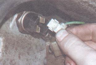 провод выключателя фонарей заднего хода