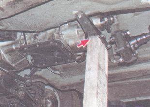 поперечина задней опоры двигателя