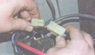 разъем питания электродвигателя вентилятора радиатора