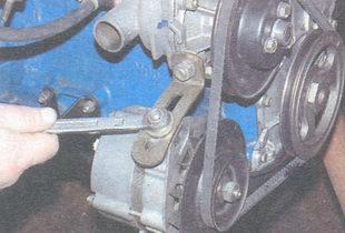 гайка крепления генератора к натяжной планке