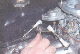шайба оси промежуточного рычага привода дроссельной заслонки карбюратора