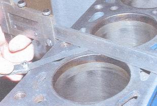 проверка отклонения от плоскостности поверхности разъема блока с головкой цилиндров