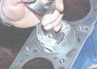 установка поршневого кольца