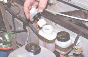 крышка тормозного бачка - поплавковый датчик уровня тормозной жидкости