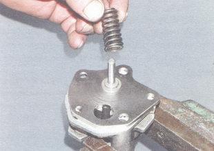 пружина редукционного клапана
