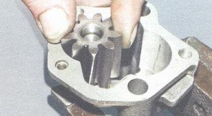 проверка зазора между ведомой шестерней и ее осью