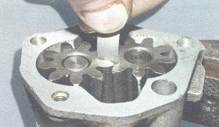 проверка зазора между зубьями шестерен