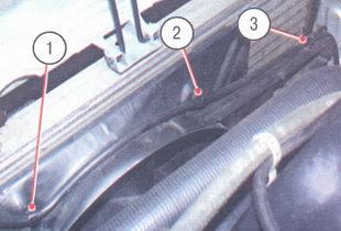 1, 2, 3 - держатели проводов датчика включения вентилятора радиатора