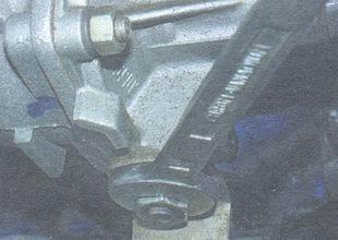 гайка крепления натяжной планки генератора