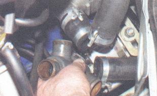 Замена термостата на автомобиле ВАЗ 2106.