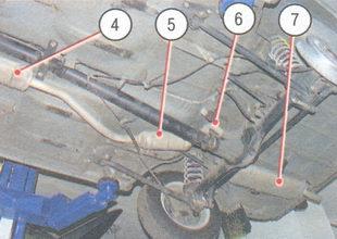 4 - дополнительный глушитель первой ступени, 5 - дополнительный глушитель второй ступени, 6 - телескопическое соединение выходной трубы дополнительного глушителя второй ступени с входной трубой основного глушителя, 7 - основной глушитель