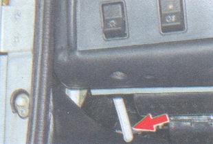 рукоятка привода замка капота