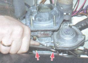 гайки крепления карбюратора к впускной трубе